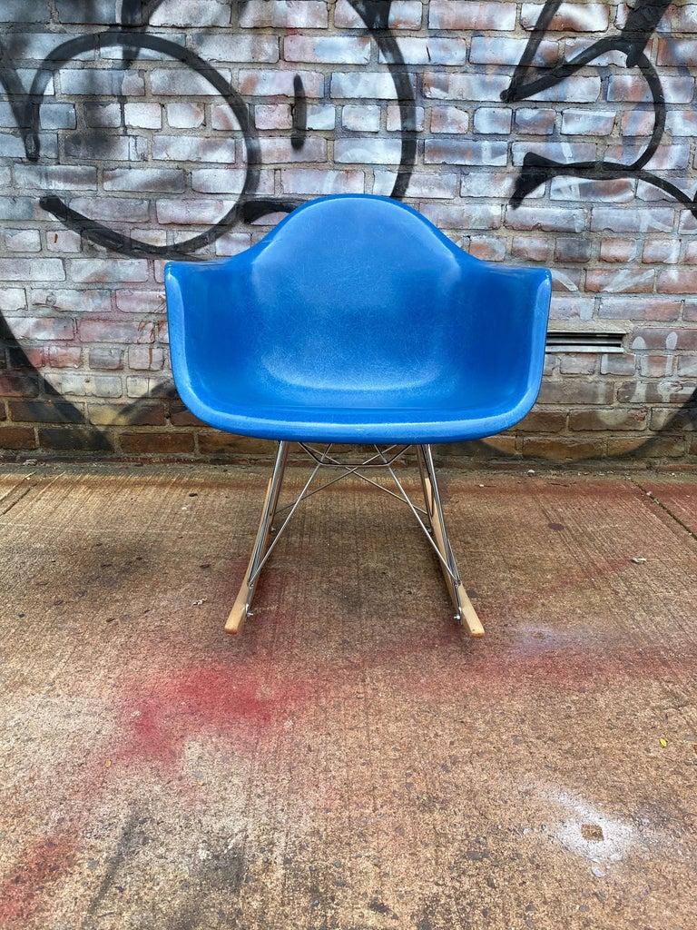 Mid-Century Modern Herman Miller Eames Mode RAR Rocker in Ultramarine Blue For Sale
