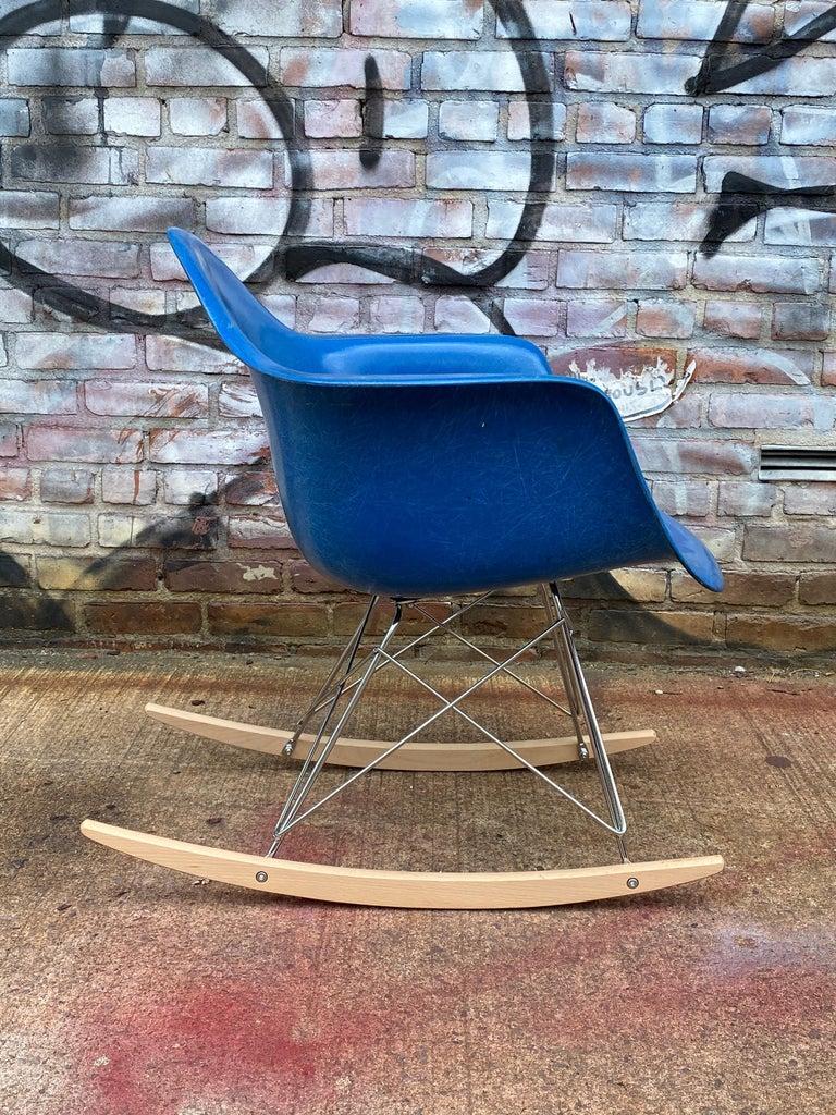 20th Century Herman Miller Eames Mode RAR Rocker in Ultramarine Blue For Sale