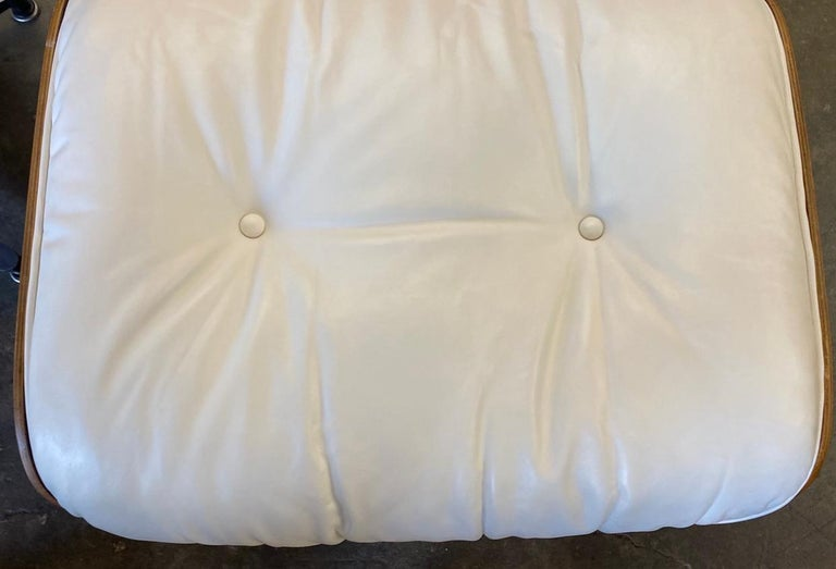 Herman Miller Eames Rosewood Lounge Chair and Ottoman with New White Leather For Sale 6