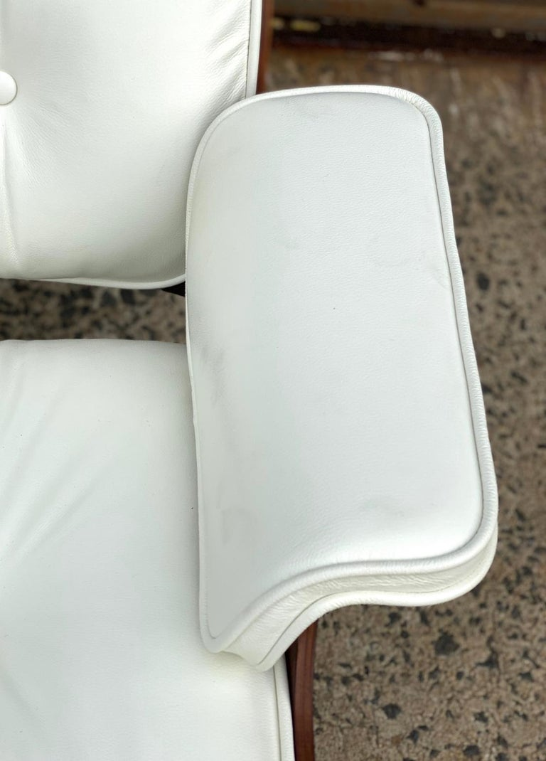 Mid-Century Modern Herman Miller Eames Rosewood Lounge Chair and Ottoman with New White Leather For Sale