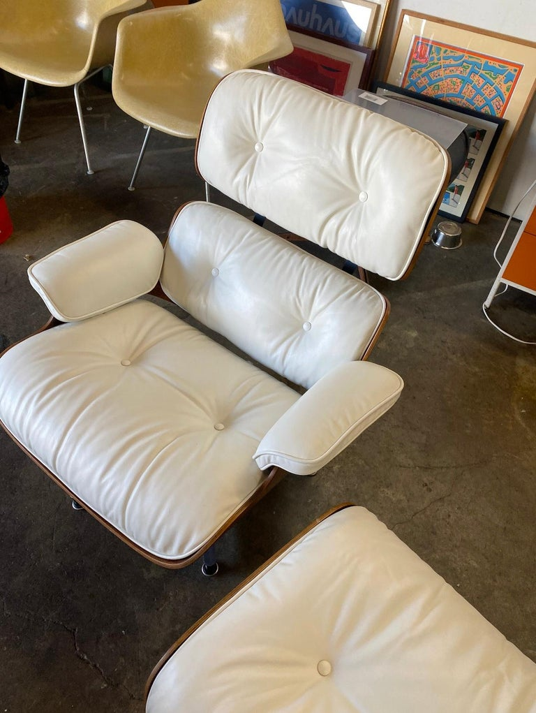 Herman Miller Eames Rosewood Lounge Chair and Ottoman with New White Leather For Sale 3
