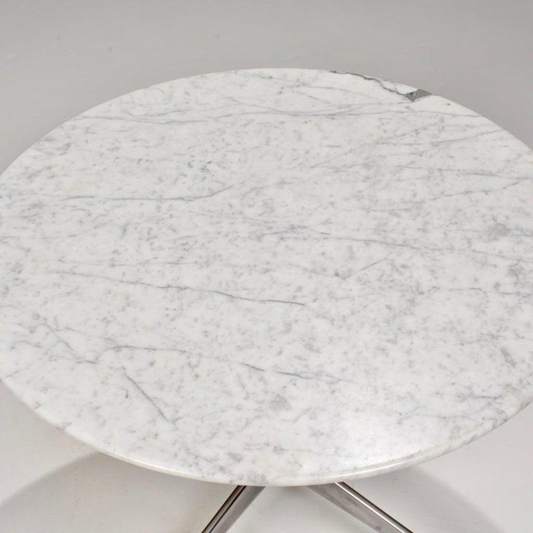 Herman Miller Eames Round Carrara Marble-Top Dining Table In Good Condition For Sale In Los Angeles, CA