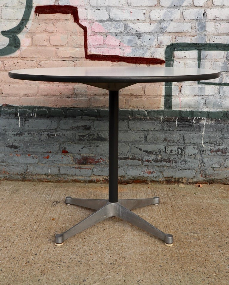 Herman Miller Eames Round Dining Table with Aluminum Base 8