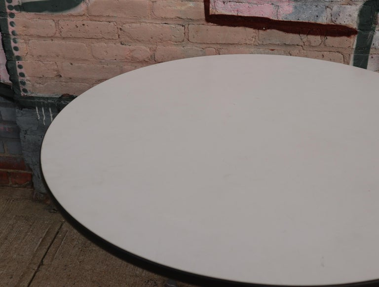 Herman Miller Eames Round Dining Table with Aluminum Base In Good Condition In Brooklyn, NY