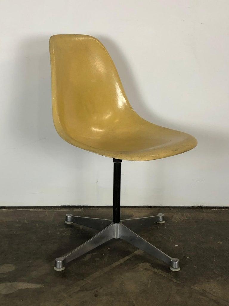 Mid-Century Modern Herman Miller Eames Swivel Desk Chair for Home Office