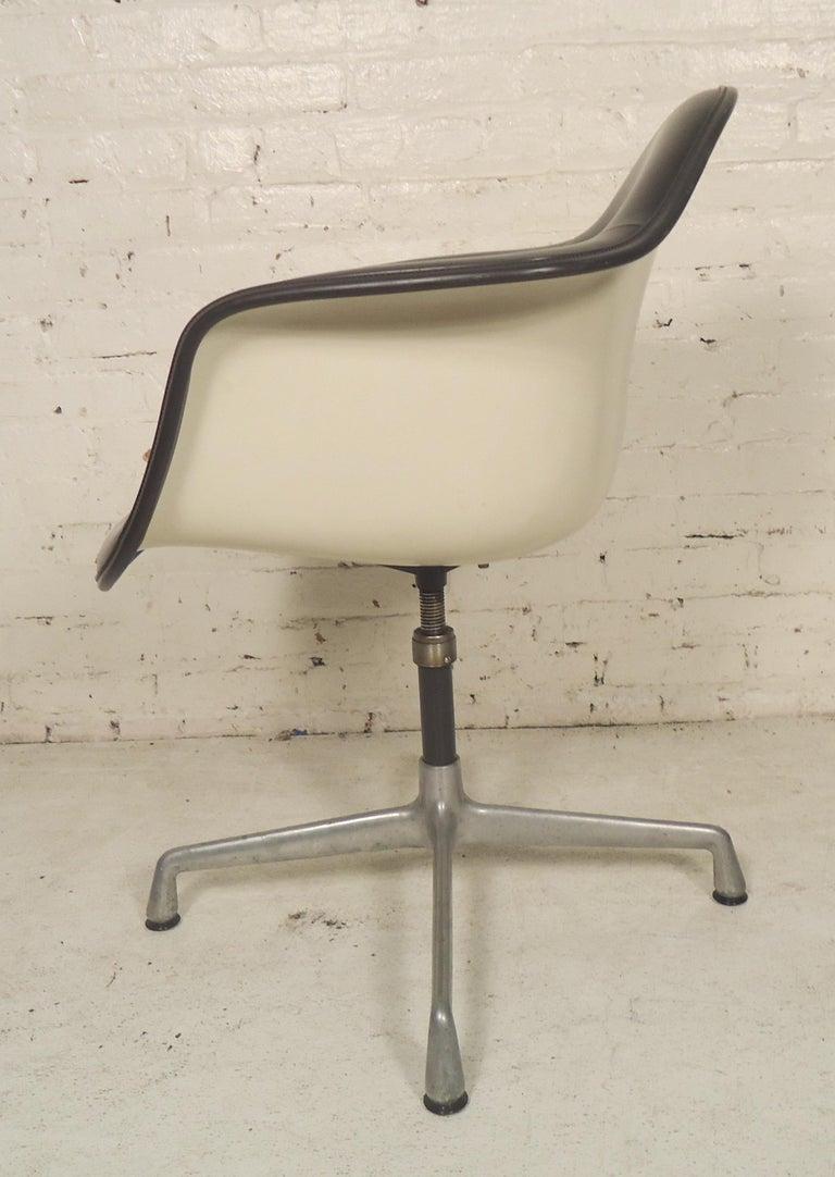 Mid-Century Modern Herman Miller Shell Chair For Sale