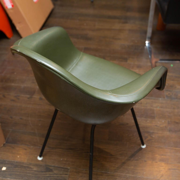 Herman Miller Shell Chair In Excellent Condition For Sale In Darien, CT