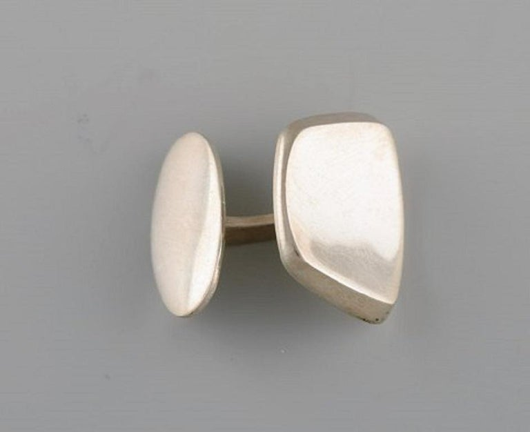 Hermann Siersbøl, Denmark, a Pair of Modernist Cufflinks in Sterling Silver In Good Condition For Sale In bronshoj, DK