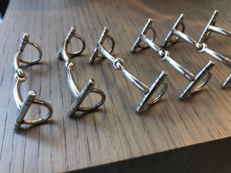 Hermes Twelve knife holders in silver metal in the shape of Verdun jaws. Signed Engraved Douze porte-couteaux en métal argenté en forme de mors Verdun. Signés.