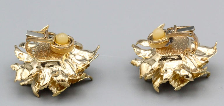Hermès 18 Karat Gold Flower Earrings In Excellent Condition In New York, NY