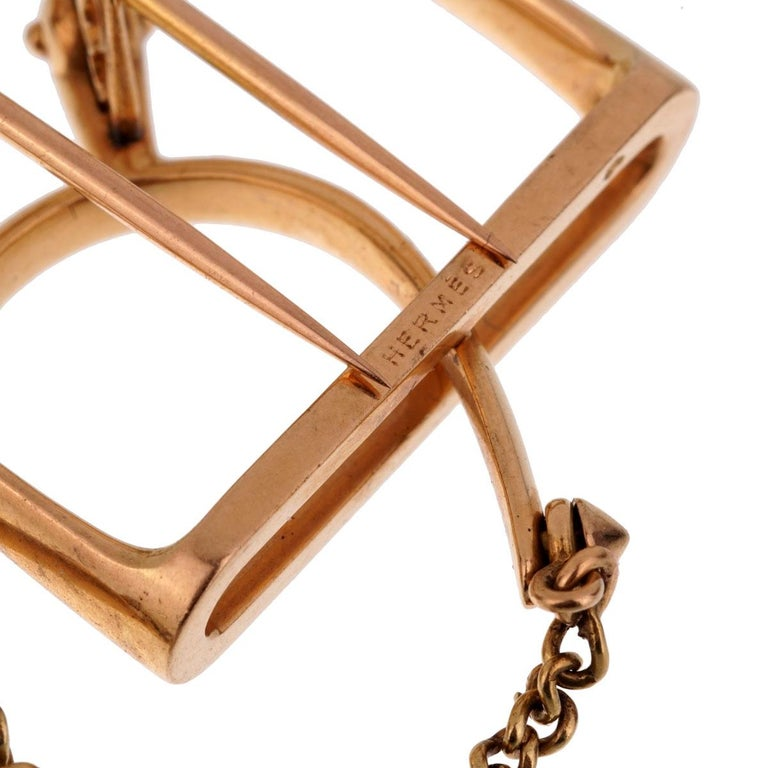 Hermès 1960s Stirrup Yellow Gold Brooch In Good Condition For Sale In Feasterville, PA