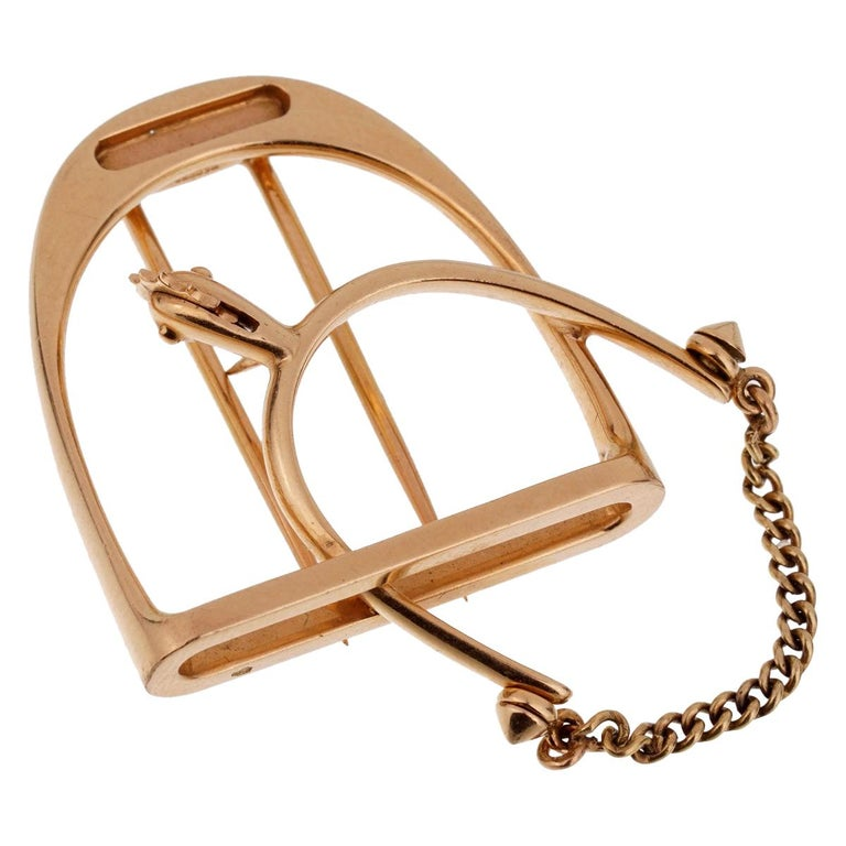 Hermès 1960s Stirrup Yellow Gold Brooch For Sale