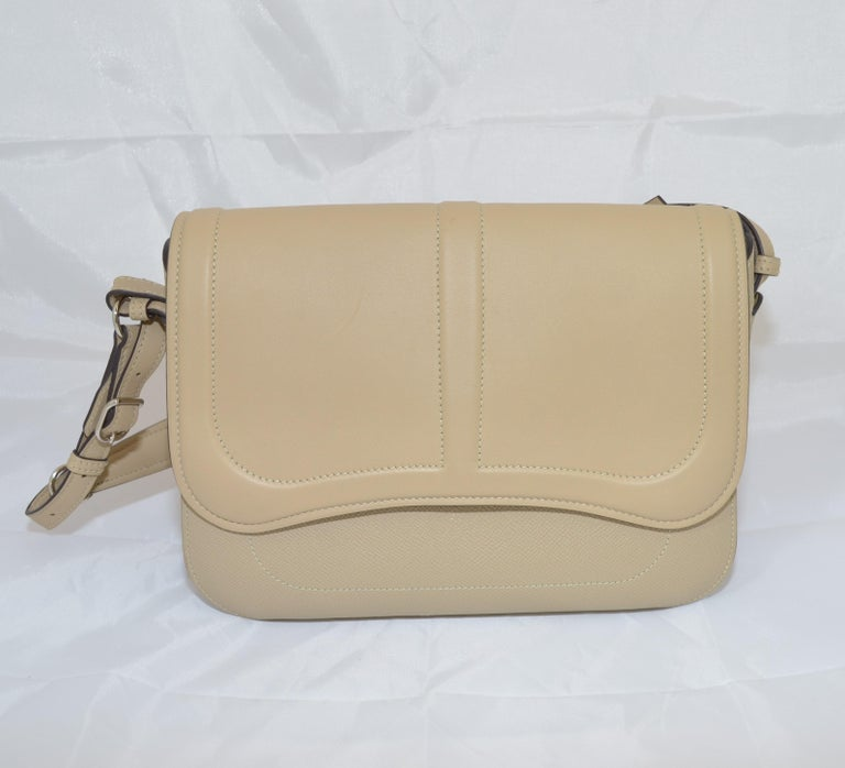 Hermes 2016 Harnais Khaki Shoulder Bag In Excellent Condition For Sale In Carmel by the Sea, CA