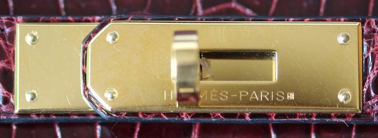 Hermès 35cm Burgundy Porosus Crocodile Gold H/W Birkin Bag  For Sale 3