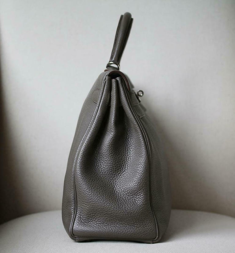 Hermès 40cm Etain Clemence Palladium H/W Kelly Retourne Bag In Excellent Condition For Sale In London, GB