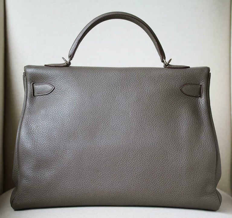 Women's or Men's Hermès 40cm Etain Clemence Palladium H/W Kelly Retourne Bag For Sale