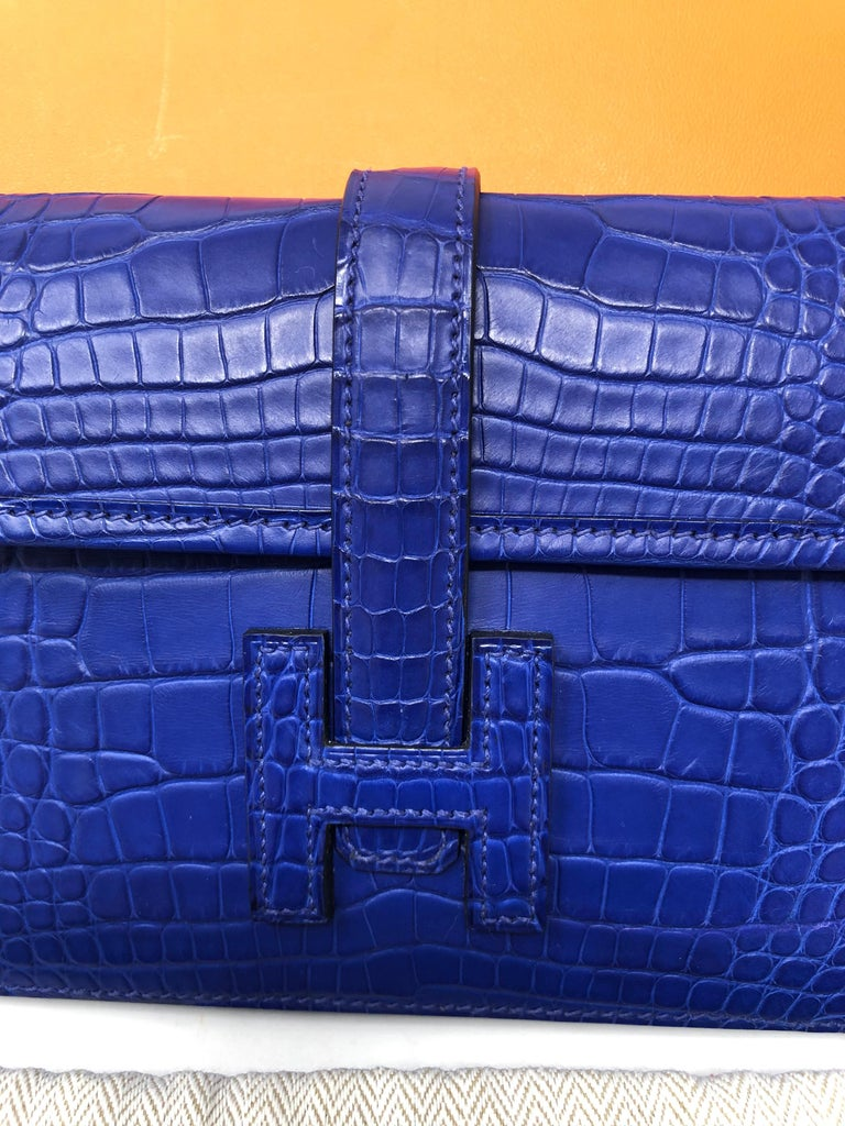 Hermes Alligator Bleu Electrique Jige Duo Wallet   In New Condition For Sale In Athens, GA