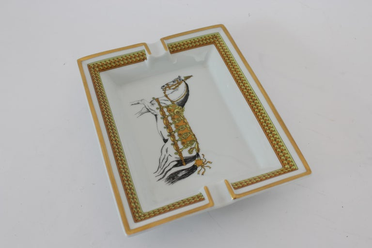 Hermes Ashtray Porcelain Equestrian White Gold Theme Horse 1990s  In Excellent Condition For Sale In Brindisi, Bt