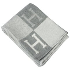 Hermes Avalon III Signature H Gris Clair and Ecru Throw Blanket