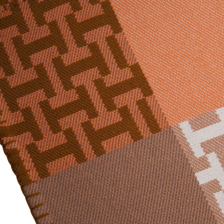 Guaranteed authentic Hermes Avalon Terre D'H blanket featured in Corail. Impossibly soft hand spun and hand woven Cashmere, this gorgeous Hermes blanket will elevate any room you choose to display it in. Beautiful soft palate of coral, ecru and