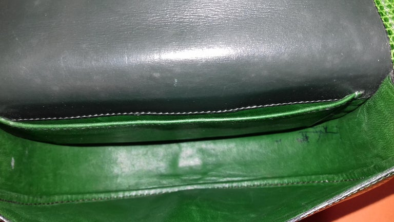 Exceptional Hermès Lift Bag 4 ways Emerald Green Lizard H Buckle Ghw Rare For Sale 10