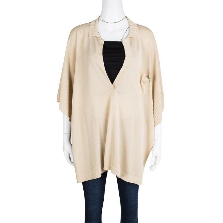 Don't lose out on your fashion as the summer heat becomes unbearable. This Hermes Oversized Top keeps you comfortable and lets you look glam at the same time. Knitted from Beige coloured silk and viscose, it comes with an Open Side which is detailed