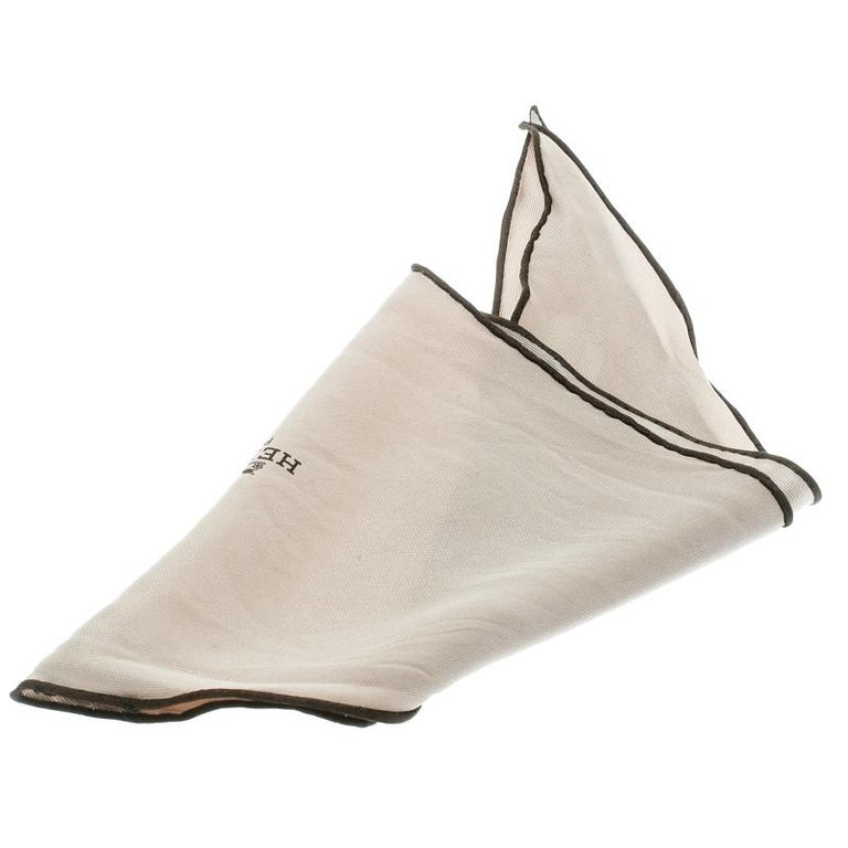 Get a style upgrade on your basic outfits with this beige scarf from Hermes. Cut from silk, the scarf is finished with neatly stitched, contrasting edges and the logo print at the center. This versatile scarf is an asset, as it can style up almost