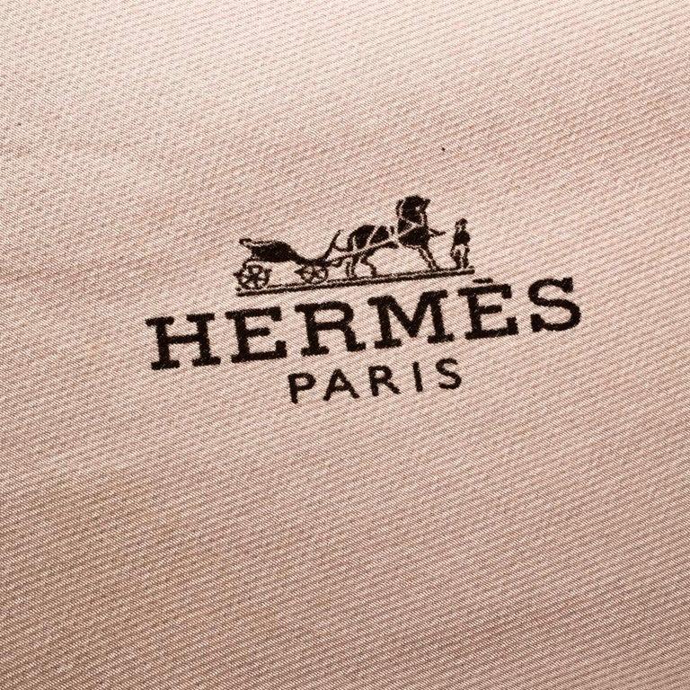 Hermes Beige Silk Contrast Edged Logo Print Mini Losange Scarf For Sale 1