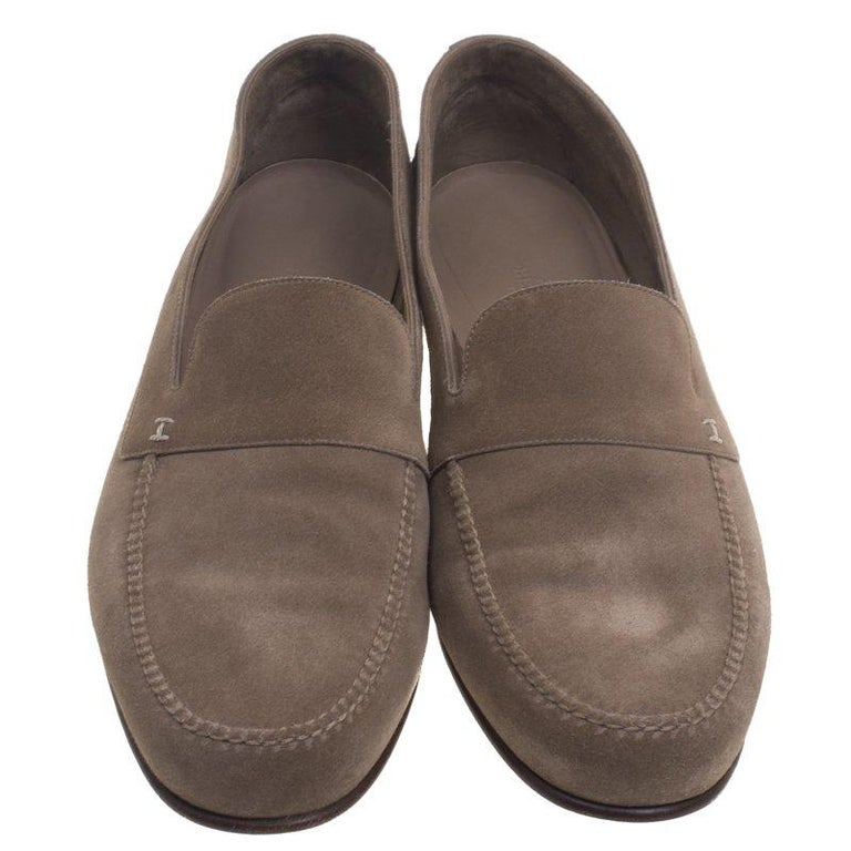 3b27acd0fbc Hermes is known for their sophisticatedly crafted designs. These beige  moccasins have been crafted from