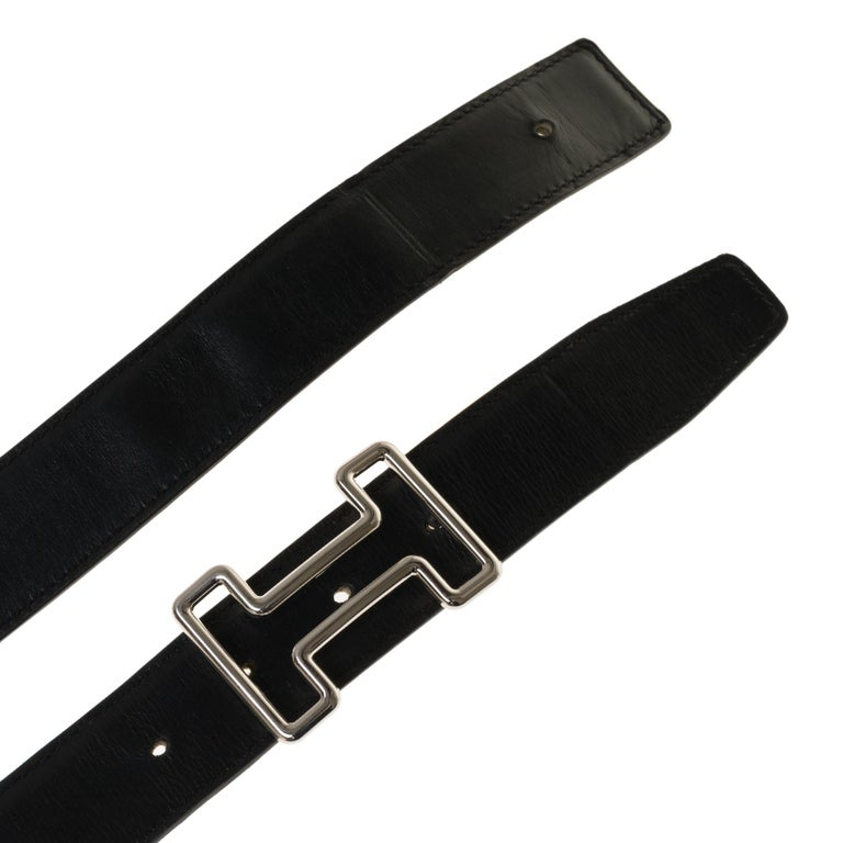 Beautiful Hermès Reverse belt in black leather box & Courchevel gold,  Tonight palladium-plated metal buckle (Brand new) Size: 85 cm Signature: Hermès Paris, Made in France  Dimensions: 3.2 cm * 85 cm Good vintage condition with wear marks on the