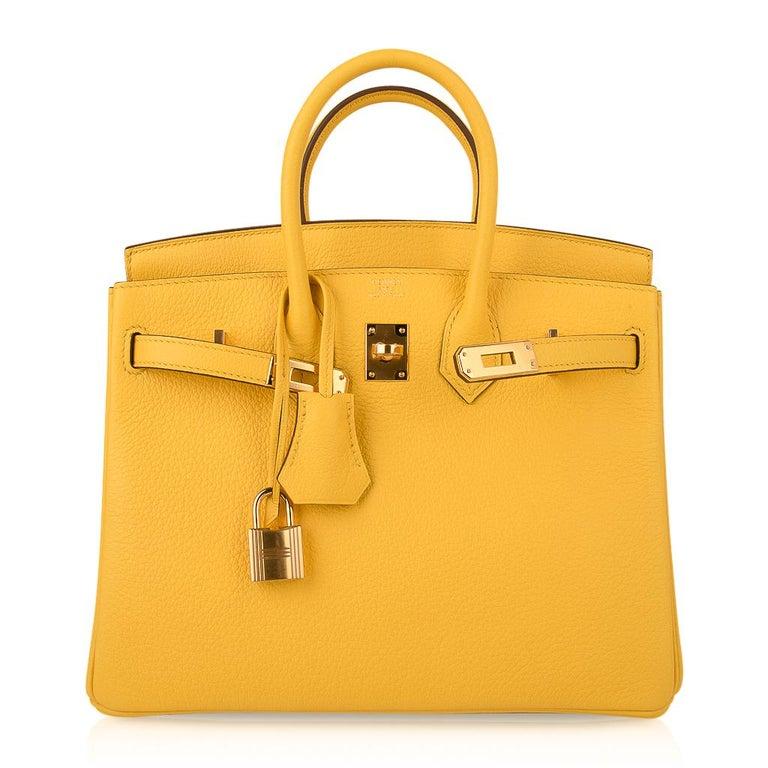 Hermes Birkin 25 Bag Jaune de Naples Novillo Gold Hardware For Sale 4