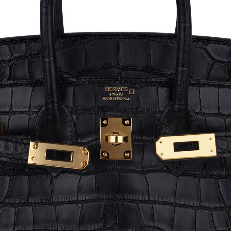 Hermes Birkin 25 Bag Matte Black Alligator Gold Hardware In New Condition For Sale In Miami, FL