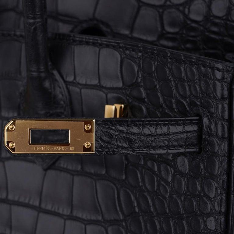Women's Hermes Birkin 25 Bag Matte Black Alligator Gold Hardware For Sale
