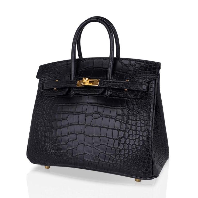 Hermes Birkin 25 Bag Matte Black Alligator Gold Hardware For Sale 3