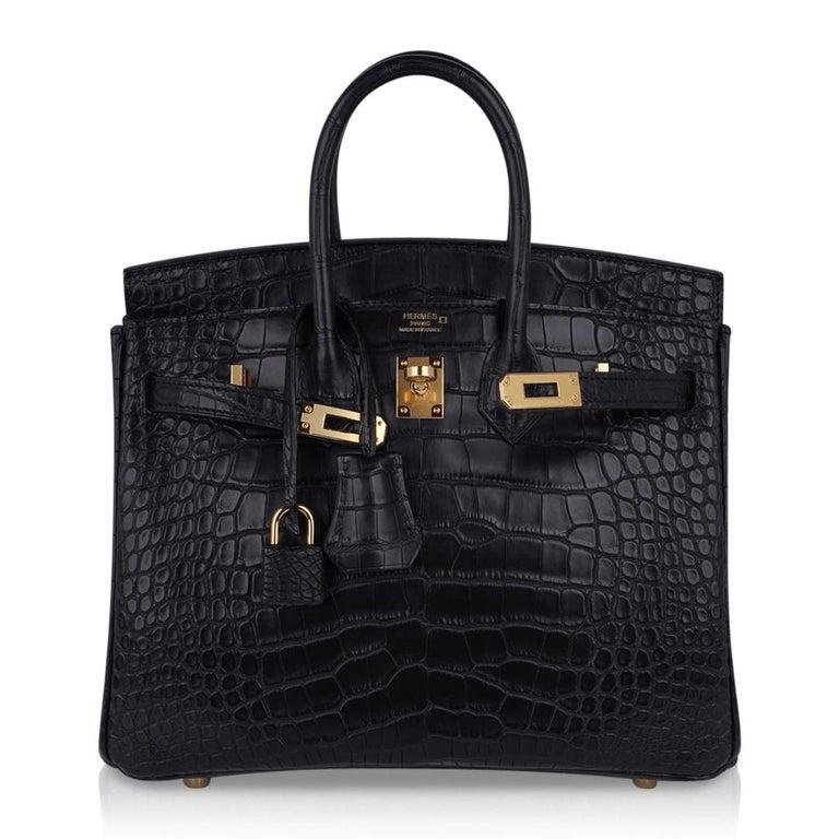 Hermes Birkin 25 Bag Matte Black Alligator Gold Hardware For Sale 4