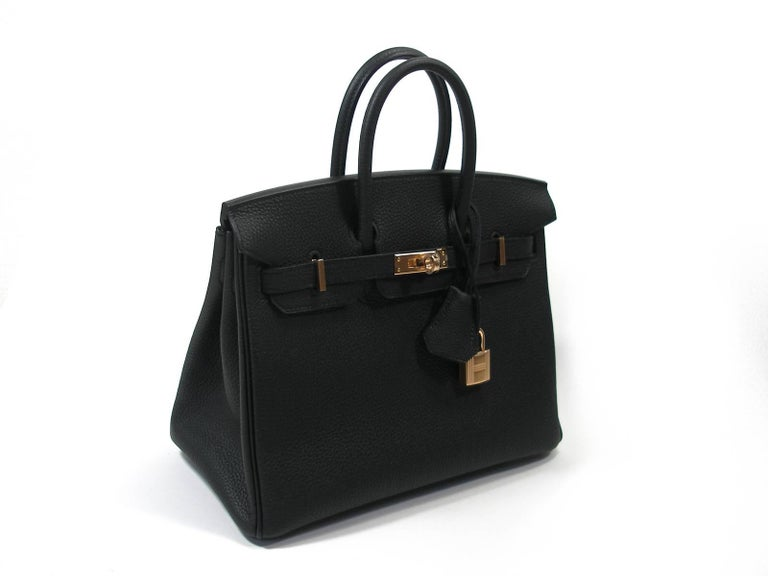 RARE PIÈCE , difficulte to find. Hermès Birkin Bag 25 cm  Absoluty Brand New  Condition : 10/10 Production 2019  Plastic is still on hardware  Colour:  black Black Togo leather  Togo Leather and permabrass ( champagne color ) hardware. Matérial :