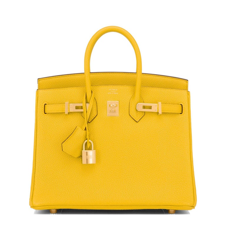 Hermes Birkin 25cm Jaune de Naples Gold Hardware Yellow Bag NEW In New Condition For Sale In New York, NY
