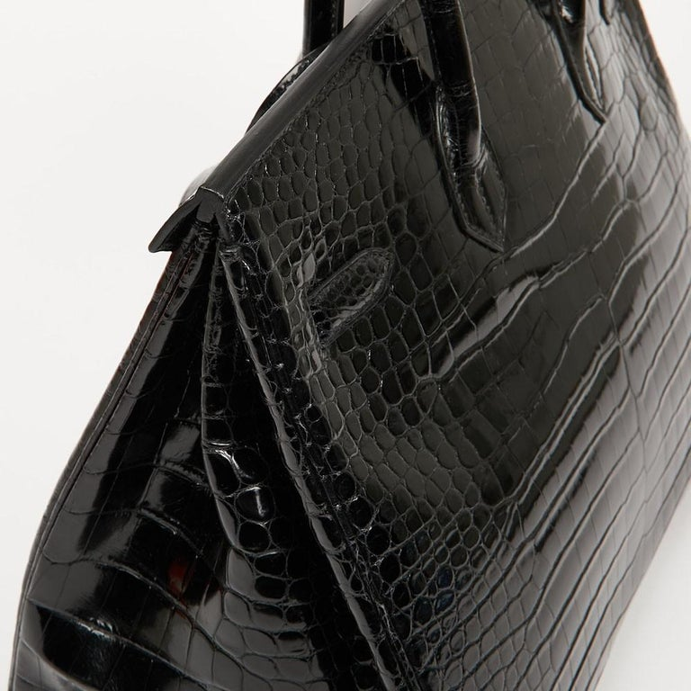 Hermes Birkin 35 Black Crocodile Bag And Golden Jewelry For Sale 9