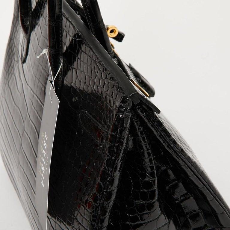 Hermes Birkin 35 Black Crocodile Bag And Golden Jewelry For Sale 10