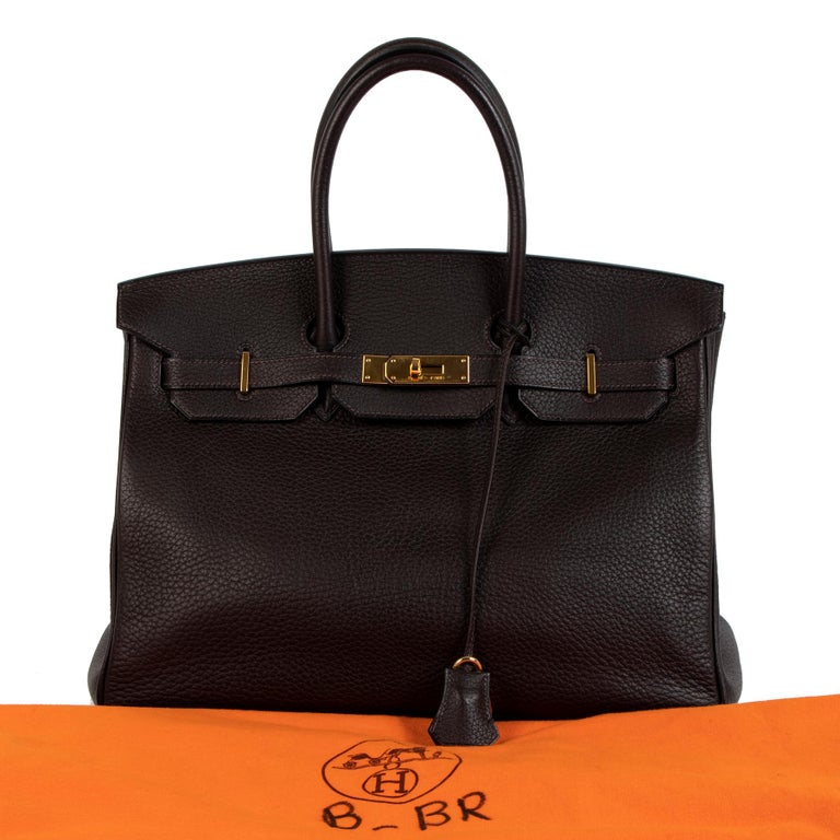 The holy grail from any women around the world, the Hermès Birkin. Minimal, bold, undeniably elegant and timeless design, Hermès bags are an exeptional investment bag. Hermès its superior craftsmanship, premium materials, refined finishes and