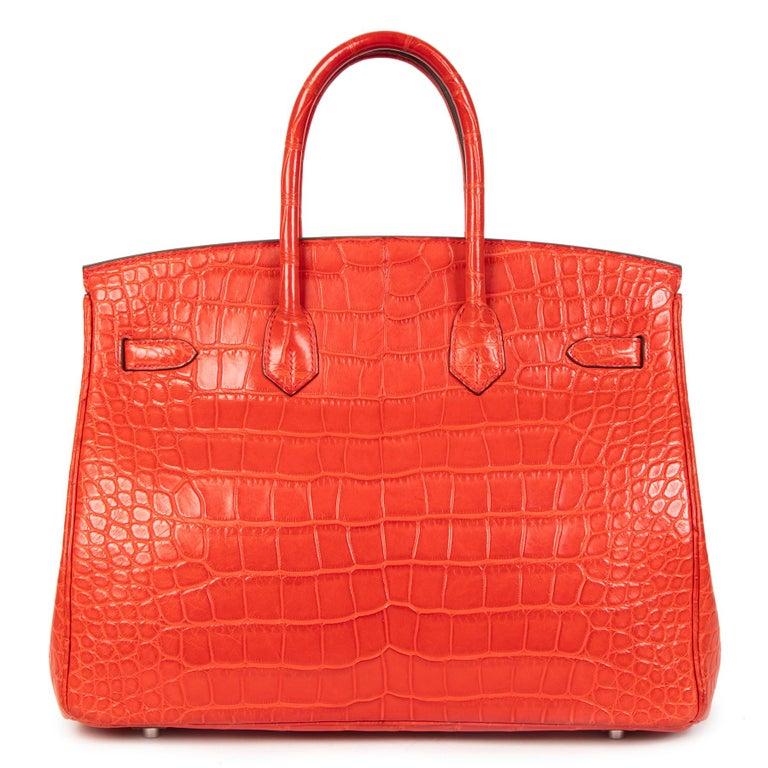 Hermès Birkin 35 Matt Alligator Geranium PHW  In Excellent Condition For Sale In Antwerp, BE