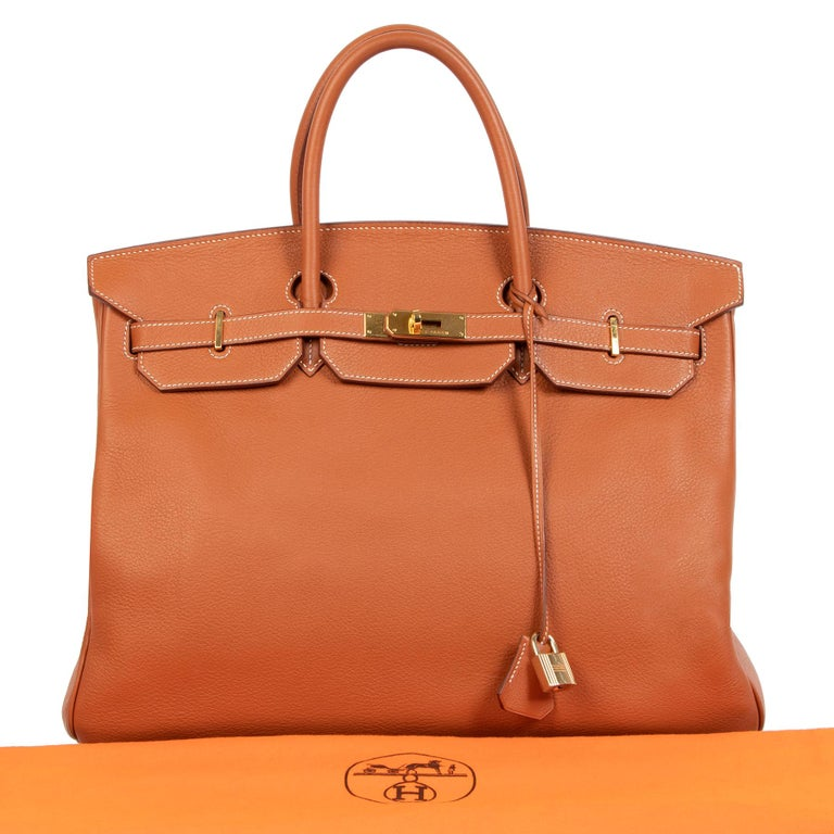 This spacious Hermès Birkin in the size 40 is crafted out of a warm orange-cognac colored hue called