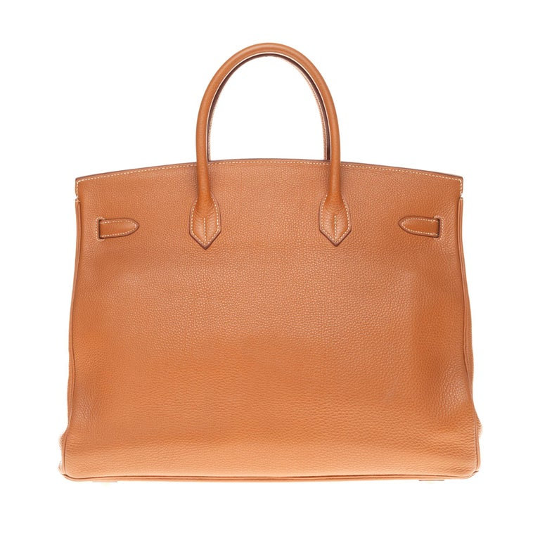 Exceptional Hermes Birkin bag 40 cm in Gold Togo leather, gold plated metal hardware, lined gold leather handle allowing a hand carried. Flap closure. gold leather lining a patch pocket.  Dimensions: 40 * 31 *20 Signature: