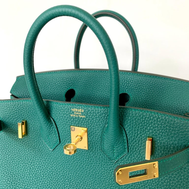 Hermès Birkin 25 cm Tonal Stitching Togo Leather, the most durable leather The interior is lined with Malachite chevre and has a zip pocket with an Hermès engraved zipper pull and a slit pocket Plastic on the hardware Malachite , a deep forest