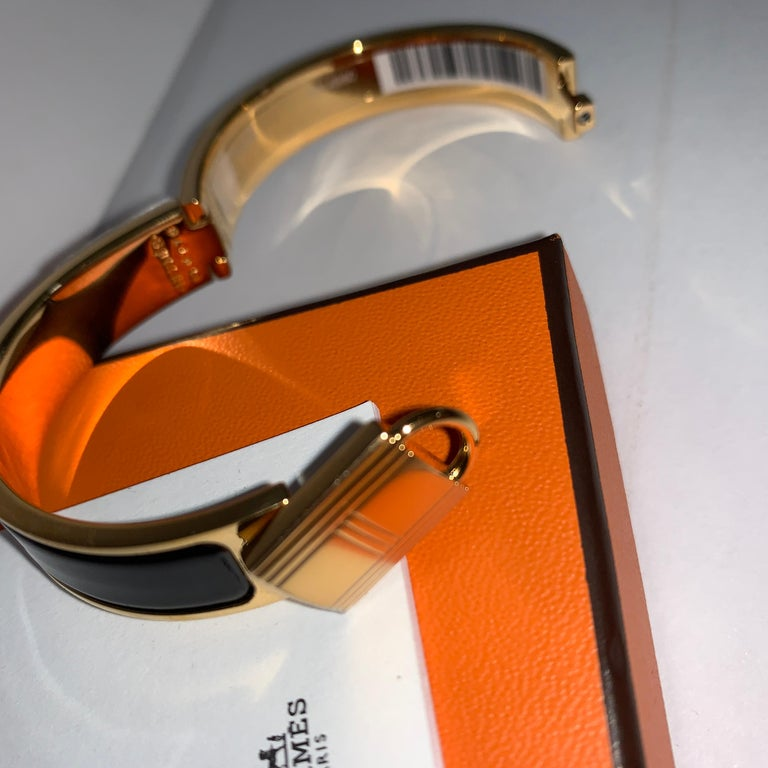 Hermes Black Clic Cadenas Enamel Lock Bracelet Gold In New Condition For Sale In Delray Beach, FL