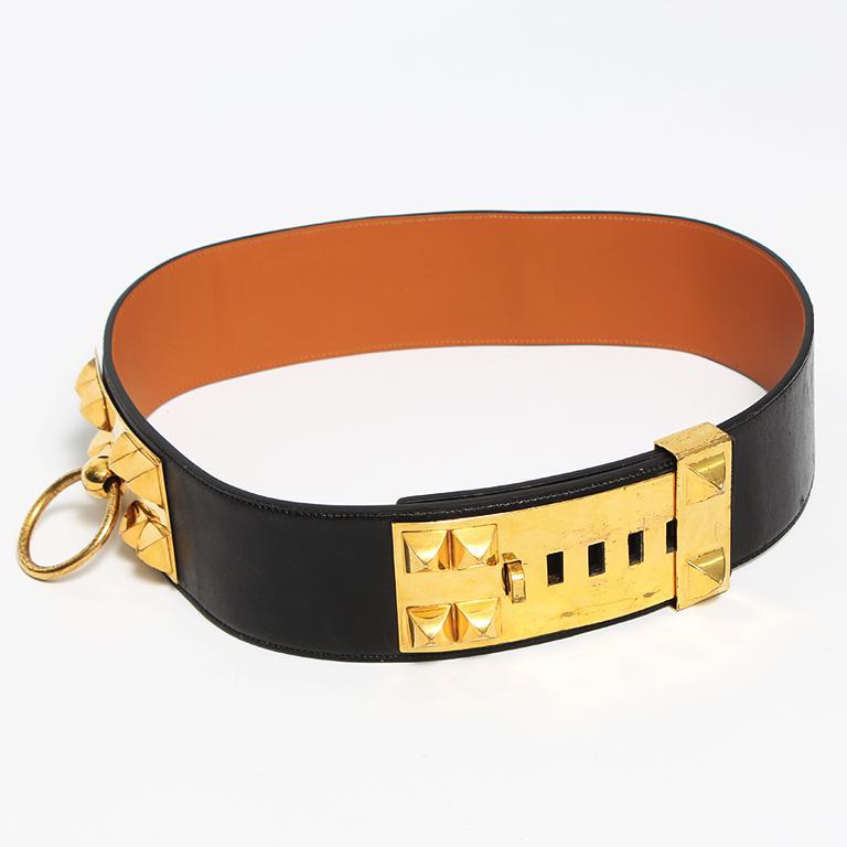 - Black 1960's Hermès 'Collier De Chien' leather belt featuring gold plated hardware details  - Camel leather interior with Hermès Paris stamp - Hip measurement 96 - 105 cm - Width 7,5 cm - Good vintage condition, minor scratches on hardware and
