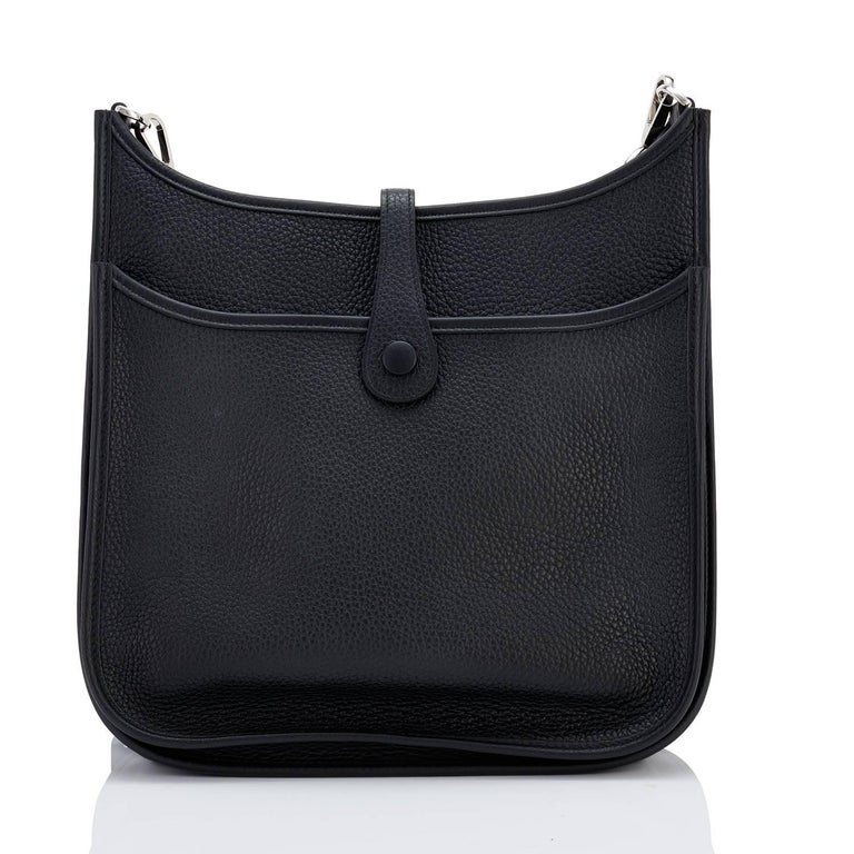 Hermes Black Evelyne III 29cm PM Cross-Body Messenger Bag NEW GIFT In New Condition For Sale In New York, NY