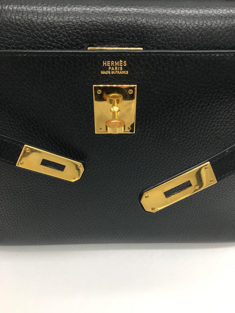 Women's Hermes Black Kelly 32cm in Evergrain For Sale