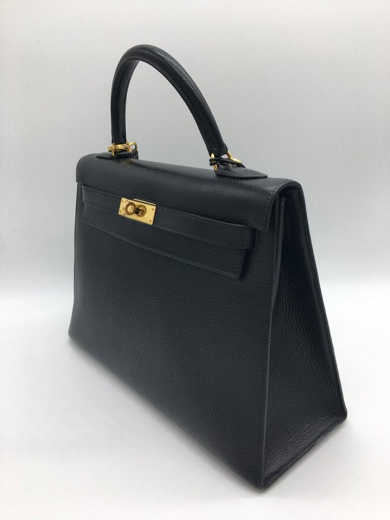Hermes Black Kelly 32cm in Evergrain For Sale 2