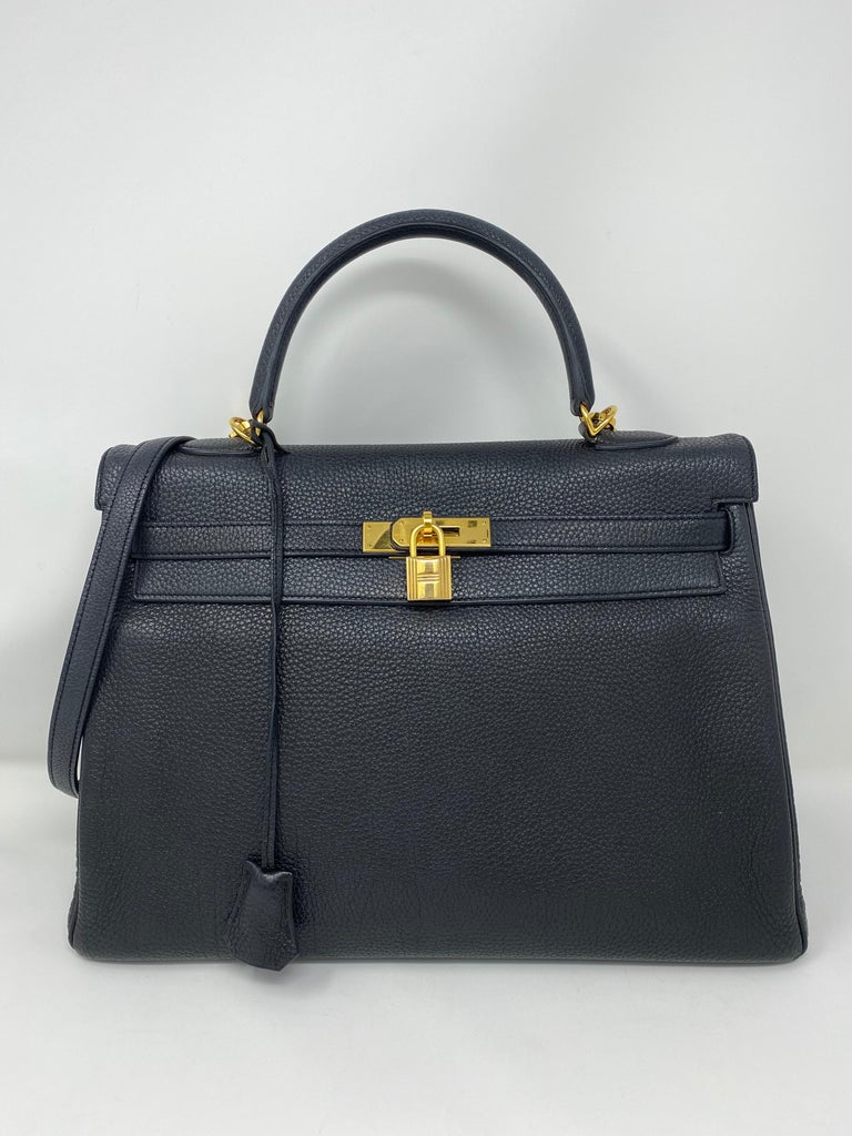 Hermès Black Kelly 35 with Gold Hardware In Good Condition In Athens, GA
